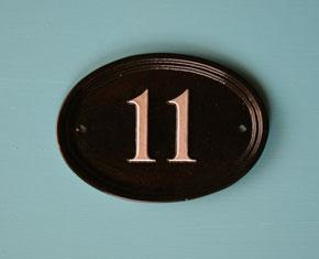 ハウスナンバー 楕円形 15cm x 10cm 英国輸入表札