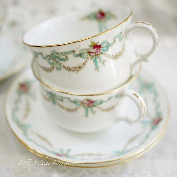 Adderleys アダレイ ブルーのリボンとバラのカップ&ソーサープレート トリオ