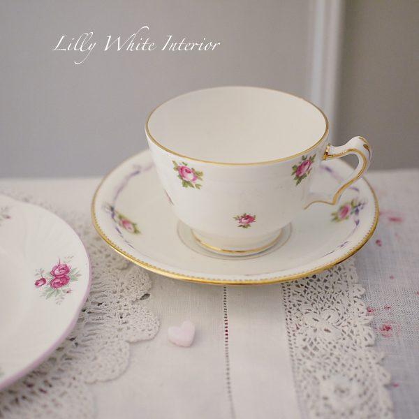 イギリスヴィンテージカップトリオ ミニ薔薇とリボン