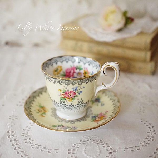 Crown Staffordshire クラウンスタッフォードシャー レース模様とお花のカップ&ソーサー